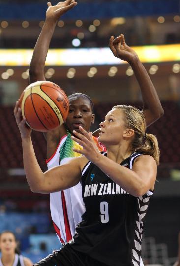 图文-女篮新西兰76-72胜马里 新西兰队苏齐-贝茨