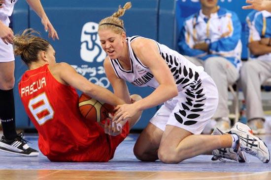 图文-女篮西班牙VS新西兰 新西兰杰西卡跪地拼抢