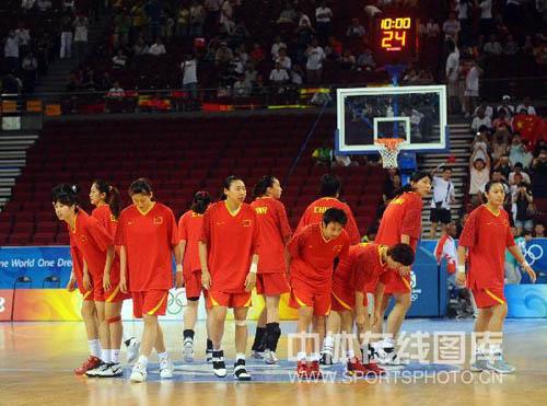 图文-[奥运]中国女篮VS新西兰 中国女篮闪亮登场