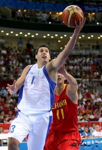 图文-[奥运]中国男篮77-91希腊 姚明还是慢了一步