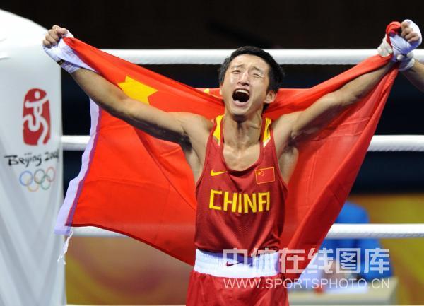 图文-男子拳击48公斤级邹市明夺冠 夺冠后的怒吼