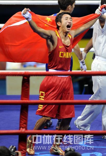 图文-男子拳击48公斤级邹市明夺冠 几代人梦想成真