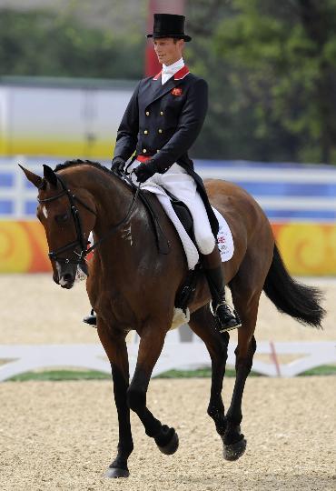 图文-马术三项赛盛装舞步 英国骑手皮特的风姿
