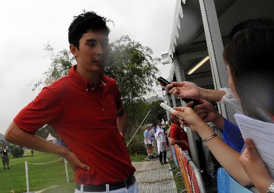 图文-奥马三项越野赛在港举行 华天赛后接受采访