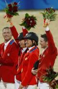 图文-马术/障碍赛公开团体决赛 美国队庆祝夺冠