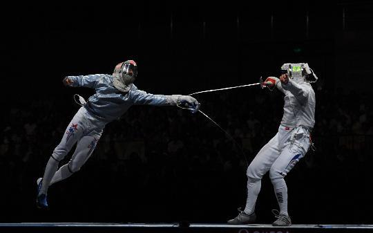 图文-男子佩剑团体赛法国夺金 美国选手进攻凶猛