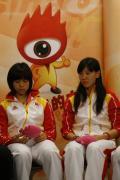 中国女子佩剑队做客聊天