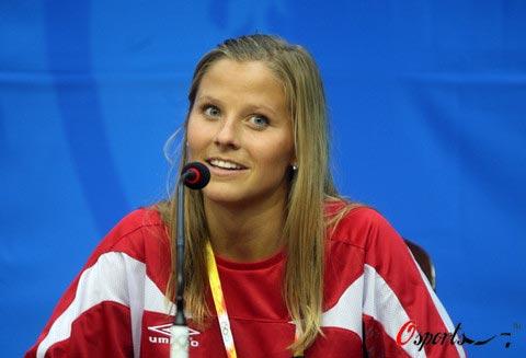 图文-挪威女足举行新闻发布会 玛利亚回答记者提问