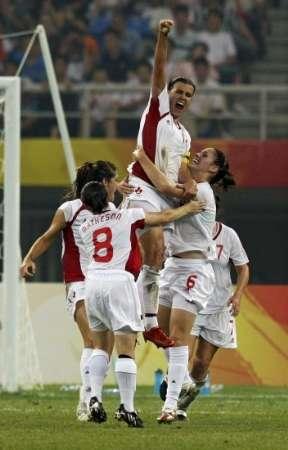 图文-[女足]加拿大队VS中国队 辛克莱庆祝进球