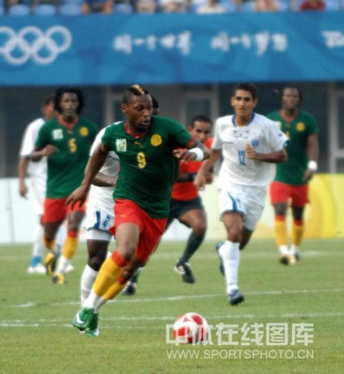 图文-喀麦隆国奥对阵洪都拉斯 小贝式别样发型
