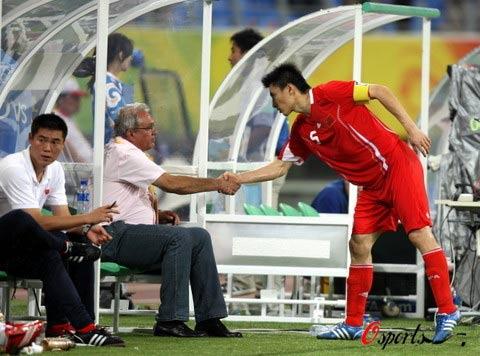图文-[男足]中国国奥0-2比利时 将帅最后的握手