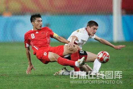 图文-[男足]中国0-2比利时 郑智防守也很积极
