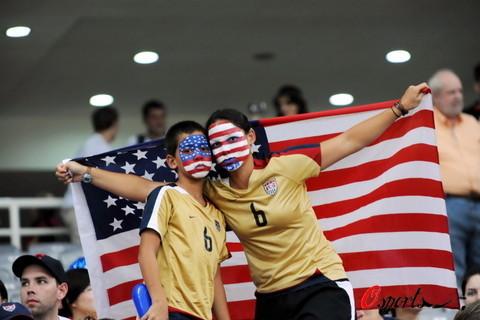 图文-[女足1/4决赛]美国vs加拿大 美国球迷有特点