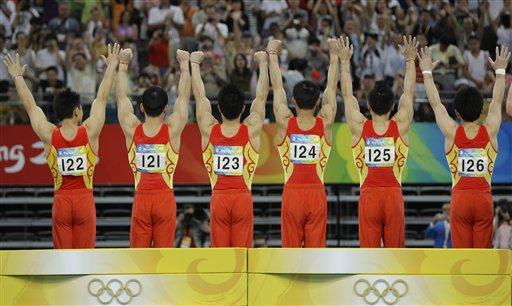 图文-中国体操男团夺冠 荣誉背后也有你们的支持
