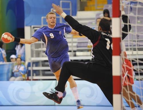 图文-男子手球冰岛大战埃及 冰岛队员进球