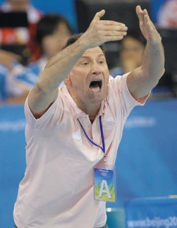 图文-19日女子手球赛场赛况 教练很激动