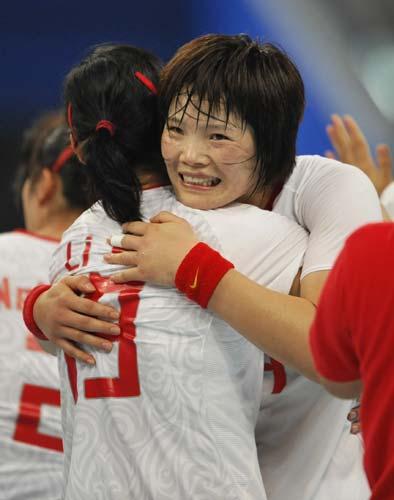图文-女子手球5-8名排位赛 胜利的喜悦