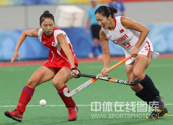 图文-女曲小组赛中国胜韩国 韩国队阻止中国队进攻