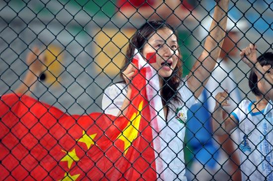 图文-19日男子曲棍球赛况 热心的中国球迷