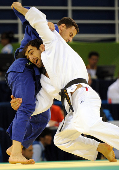 图文-男子柔道73公斤级赛况 瞧这两个大力士