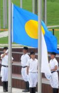 图文-各代表团奥运村升旗仪式 帕劳国旗正升起