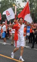 图文-奥运圣火在北京传递 梦想在这一刻变为现实