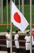 图文-日本奥运代表团举行升旗仪式 日本国旗飘扬
