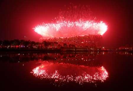 图文-北京奥运会开幕式盛大表演 红色火环照鸟巢