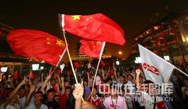 图文-北京群众激情迎接奥运开幕 充满热情的市民