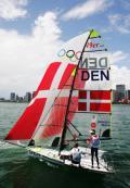 图文-奥运会帆船比赛11日各级别赛况 扬帆于海面