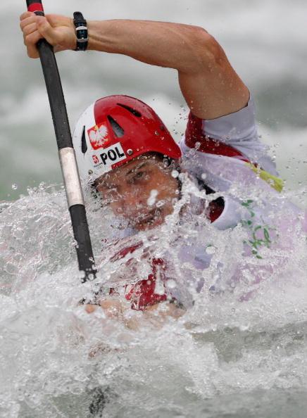 图文-奥运会11日皮划艇激流回旋赛况 不惧激流