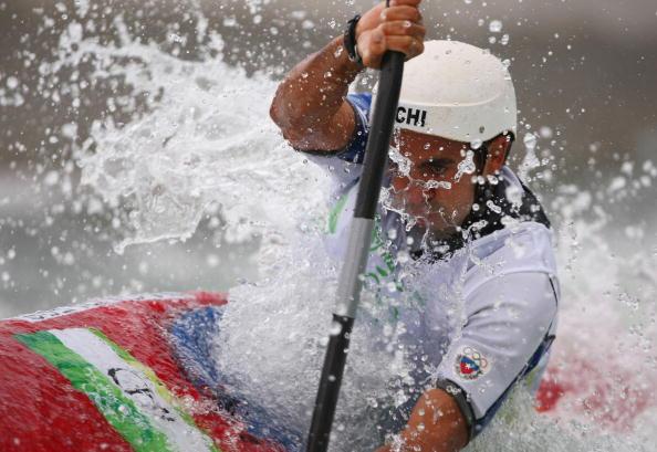 图文-奥运会11日皮划艇激流回旋赛况 勇争第一