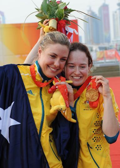 图文-女子双人艇470级决赛赛 两人亲密无间