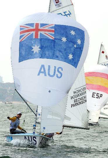 图文-女子双人艇470级决赛赛 澳大利亚队在比赛中
