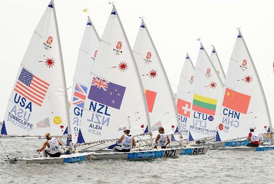 图文-女子单人艇激光雷迪尔级赛况 众帆手启航
