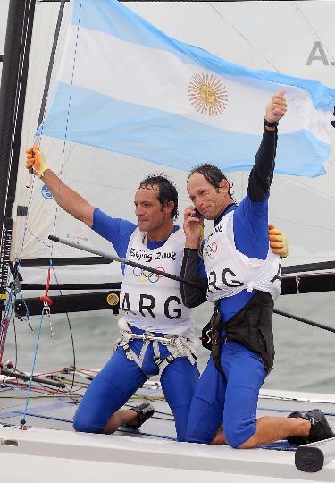 图文-西班牙选手获托纳多级冠军 打电话向家人报喜