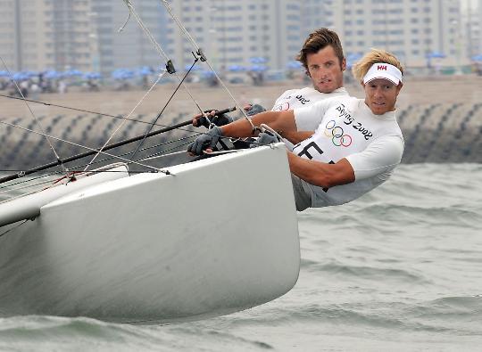 图文-西班牙选手获托纳多级冠军 海风吹起秀发