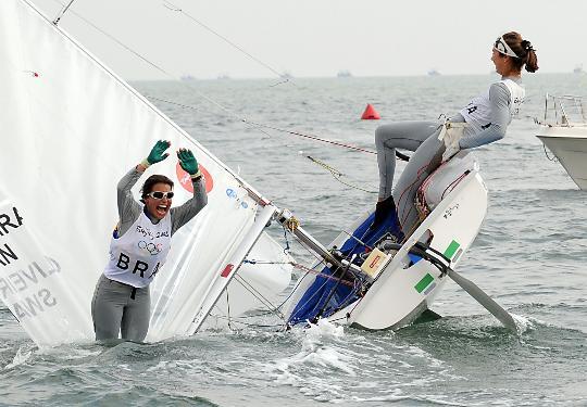 图文-奥运帆船帆板精彩回顾 两人兴奋如孩童