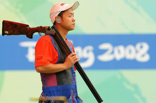图文-中国选手李亚军无缘决赛 背上爱枪