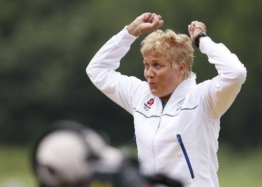 图文-芬兰选手梅凯莱女子飞碟多向夺冠 庆祝胜利