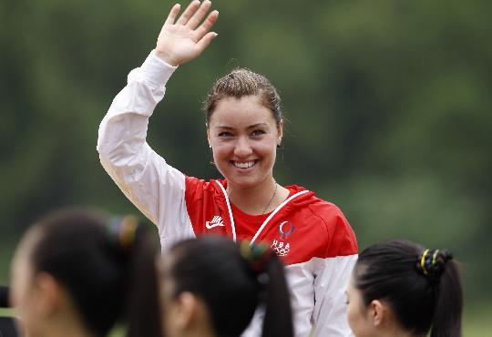 图文-女子飞碟多向决赛赛况 美国选手向观众致意