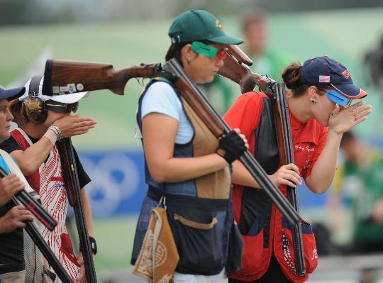 图文-女子飞碟多向决赛赛况 竞争涌动的赛场