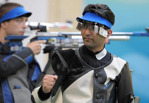 图文-男子10米气步枪决赛 就是他夺走了冠军