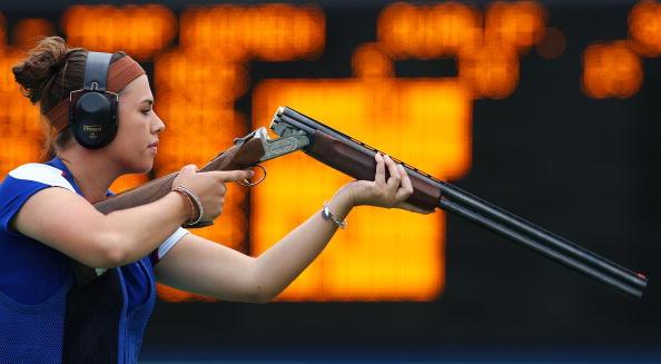 图文-女子飞碟多向资格赛 英国选手在比赛中