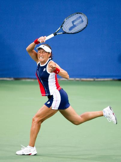 图文-女网汉图霍娃对阵杉山爱 跑动中奋力回球