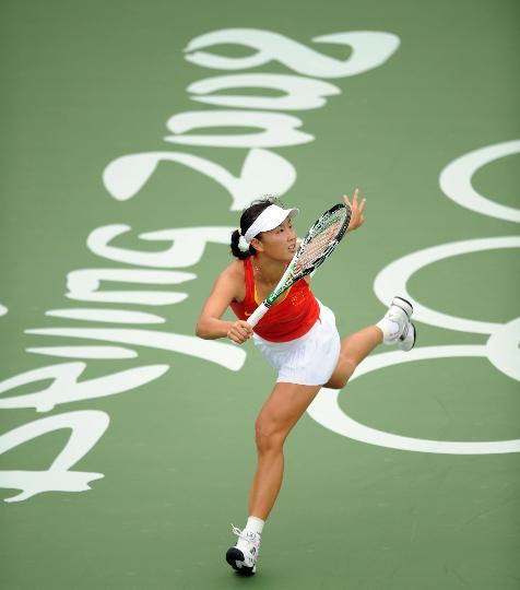 图文-网球女单彭帅首轮顺利晋级 彭帅快速移动接球