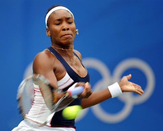 图文-网球女单大威廉姆斯晋级 大威回球威力无比