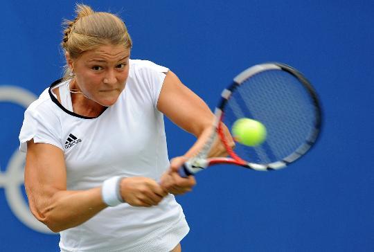 图文-网球女单半决赛李娜出战 萨芬娜大力回球