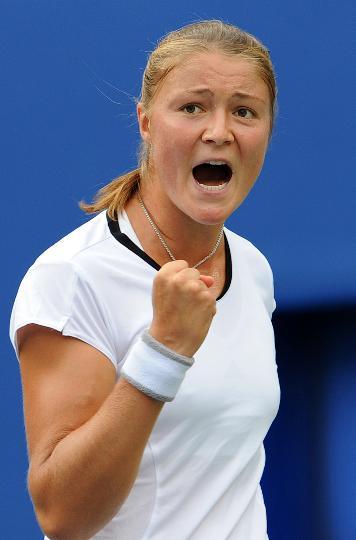 图文-网球女单半决赛李娜出战 萨芬娜庆祝得分