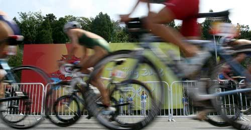图文-女子组决赛尘埃落定 自行车比赛中